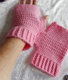 Fingerlose Handschuhebin Rosa - Handarbeit kaufen