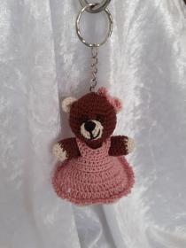 Gehäkelter Bär als Schlüsselanhänger oder Taschenbaumler
