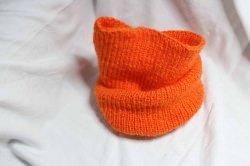 orangefarbenen Loop aus 100 % Polyacryl mit der Hand gestrickt