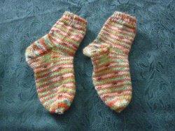 handgestrickte Kinderstrümpfe für jeden Tag aus filzfreier Wolle 75 % Schurwolle und 25 % Polyamid