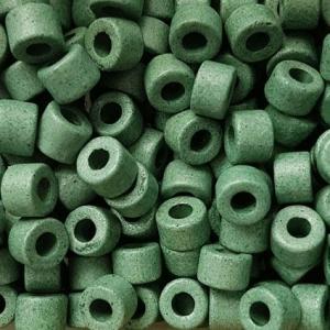 100 Keramikperlen Röhrchen Zwischenstück RM1015 grün