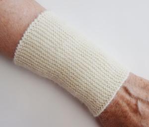 Armstulpen Pulswärmer handgestrickt woll-weiß Alpaka kaufen