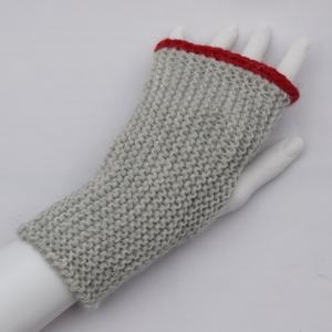 Armstulpen mit Daumenloch handgestrickt lichtgrau mit Alpaka   - Handarbeit kaufen