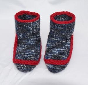 Hausschuhe Bettschuhe Sofaschuhe, dick und warm, handgestrickt aus Wolle, Bettsocken, Kuschelsocken - Handarbeit kaufen