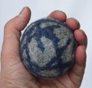 Großer Filzball Wolle waschbar handgemacht zum Spielen, Jonglieren, Handtraining, Entspannen - Handarbeit kaufen