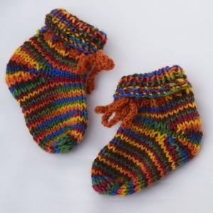 Babysocken Babyschuhe bunt handgestrickt 3-6 Monate Wolle - Handarbeit kaufen