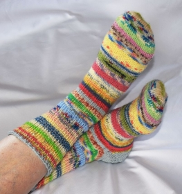 Upcycling Ringelsocken bunt Pastellfarben aus Resten Gr. 39/40 Wollsocken - Handarbeit kaufen