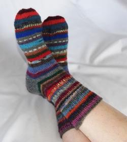 Upcycling Socken bunt aus Resten Gr. 41/42 Ringelsocken - Handarbeit kaufen