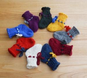 Babyschuhe Babysocken 3 Größen viele Farben handgestrickt Neugeborene bis 1 Jahr - Handarbeit kaufen