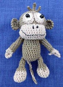 Amigurumi - Gehäkelter kleiner Affe als Taschenbaumler