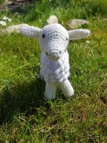 Gehäkeltes Schaf aus Bio-Baumwolle und Schafwolle