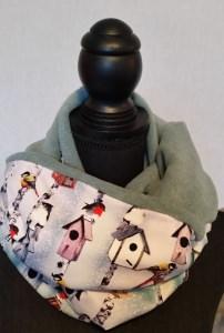 Schlauch-Schal - Motiv: Wintervögel und Vogelhäuschen  mit blassgrünem Fleece