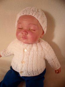 Strick Set 3 Teile. Hier biete ich eine gestrickte Ausfahrgarnitur für deine Puppe.  Zu dieser  Kombi gehört eine Jacke, eine Mütze und Socken.