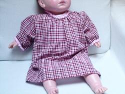 Bluse Größe 80 – 86 mit kurzen Arm für Kleinkinder. Eine romantische Bluse im Karomuster weiß - dunkelrot