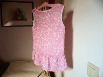 Erst Sommerkleid später Tunika rosa mit kleinen weißen Blüten Größe  ca. 74– 92 ! Dass entspricht  ungefähr Kinder im  Alter von 8 – 26 Monaten.