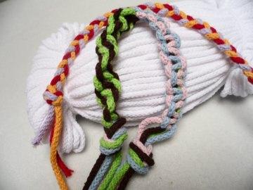 Kordel aus Baumwolle 3 mm stark. Verschiedene Farben hier in einem weiß