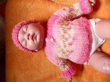 Puppenkleidung, Strickset 3 Teile, Pullover, Mütze, Socken für Puppen von 40 - 50 cm.
