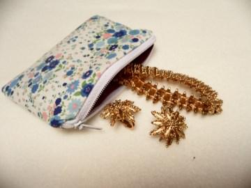 Kleine Geldbörse mit blau rosa Blüten, Notfalltäschchen, Schmucktasche, Allzwecktasche und vieles mehr.