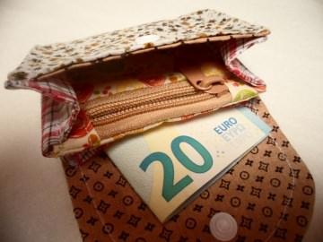 Kleine Geldbörse Blume Braun mit Reißverschluss, Notfalltäschchen, Schmucktasche, Allzwecktasche und vieles mehr.