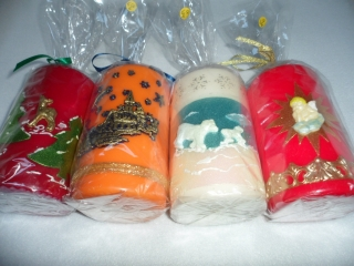 Dicke Kerzen jede für 6,50 €. Bitte beim Kauf Farbe der Kerze und Muster angeben.