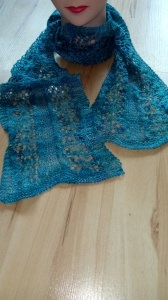 SommerlicherSchal in Blautönen aus Seide und Yakwolle