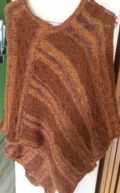 Poncho Mit V Auschnitt und  Wellenmuster in aktuellen Farben