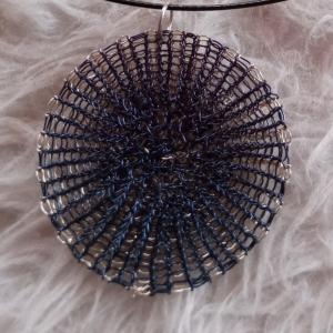 2 farbige doppelt gestrickte Wendescheibe in dunkelblau und silbernen Kupferlackdraht