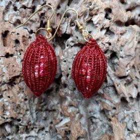 Wundervolle ovale Ohrringe in rot mit rosa Perlchen gefüllt aus gestricktem Kupferlackdraht