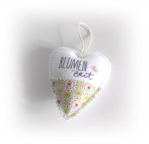 Stoffanhänger Herz, Herz zum aufhängen, Dekoration, Blumen Zeit - Handarbeit kaufen