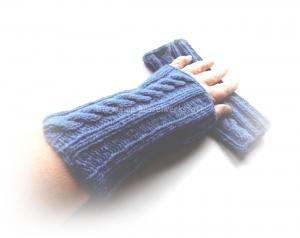 Pulswärmer gestrickt, mittelblaue Armstulpen mit Zopfmuster - Handarbeit kaufen