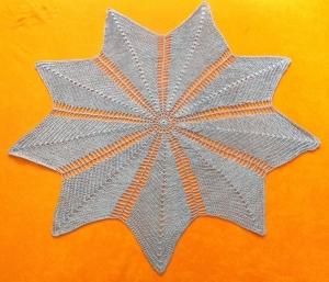 Tiefblaue Sternenblume als Mitteldecke oder großes Deckchen für ihr Zuhause