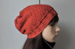 Aus reiner Schurwolle von Hand gestrickte Mütze für Damen in hellrost Perlmuster handmade rostfarbig Strickmütze Wollmütze  - Handarbeit kaufen