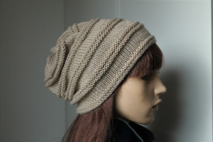 100% handgestrickte Mütze für Damen handmade weiche Wolle  reine Wolle Wollmütze greige beige - Handarbeit kaufen