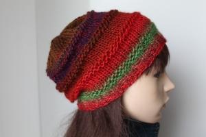 Handgestrickte Mütze in traumhaft schönen Farben bunte Strickmütze Farbverlauf  rot  grün handmade Damen weich - Handarbeit kaufen