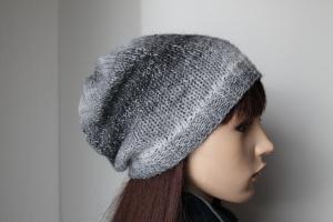 (A) Handgestrickte Mütze für die Mädels aus weichem Farbverlaufsgarn in Grautönen gestricktes Beanie handmade Wollgemisch - Handarbeit kaufen