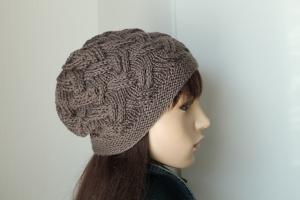 Strickmütze aus reiner weicher Wolle taupefarbig weiche Damenmütze handmade handgestrickte Mütze Beanie Wollmütze taupe neu  - Handarbeit kaufen