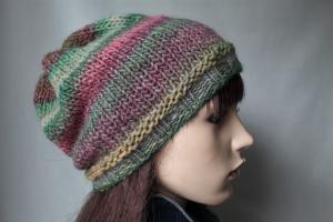 Strickbeanie in grün-rose´ Tönen für Damen aus einem weichen Markenwollemix von Hand gestrickt handmade Mütze Beanie Strickmütze neu   - Handarbeit kaufen