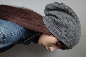 Mittelgraues Longbeanie für Männer oder Frauen grau Schurwollmix weich Mütze Strickbeanie handmade handgestrickt slouch neu - Handarbeit kaufen