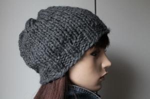 Wintermütze von Hand gestrickt in mittelgrau handmade Strickmütze neu dick handgestrickt Damenmütze Mütze schlicht uni grau - Handarbeit kaufen