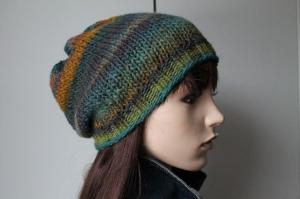 Strickmütze mit buntem Farbverlauf für Damen weich handgestrickt handmade mehrfarbig Farbverlauf Mütze neu bunt - Handarbeit kaufen