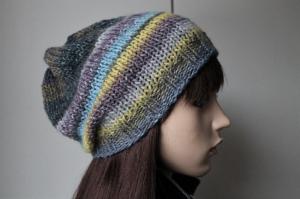 Mehrfarbige Strickmütze für Damen Farbverlauf bunt handmade handgestrickt neu Handarbeit weich Mütze - Handarbeit kaufen