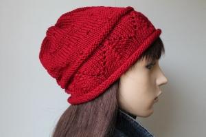 Übergangsmütze in burgund rot mit Rollrand Mütze für Damen handgestrickt handmade Strickmütze weich neu Handarbeit Ajourmuster - Handarbeit kaufen