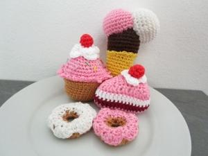 Lebensmittelspielzeuge - Kuchen - von Hand gehäkelt   - Handarbeit kaufen