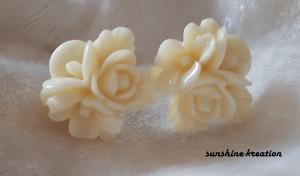 Blumen-Ohrstecker 15mm creme - Handarbeit kaufen