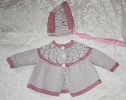 Babyset, Jacke mit Spitzenpasse und passendem Mützchen