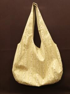 einfache offene Umhängetasche als Wendetasche in beige mit kleinem Rosenmuster - Handarbeit kaufen