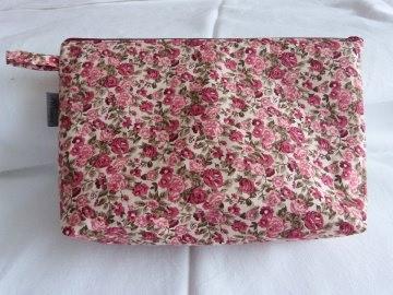 Kulturtasche oder Krimskramstasche aus Baumwollstoff  mit schönem  Blumenmuster
