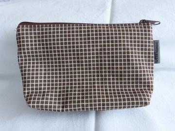 Handgefertigte kleine Kosmetiktasche aus Baumwollstoff  braun/weiß kariert - Handarbeit kaufen