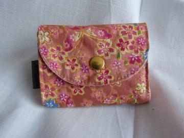 kleine Geldbörse mit Reißverschlussfach aus Stoff altrosa mit Blumen