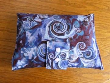 Kleine Windeltasche für Unterwegs aus Baumwollstoff lilatöne - Handarbeit kaufen
